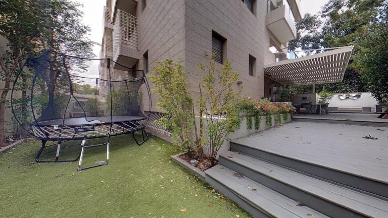 ברובע אלון דירת גן מהממת_חצר מפלס תחתון (1)